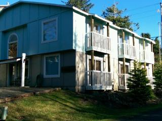 Reunion House 8 bedroom 7.5 bath Sleeps 20+ - Depoe Bay vacation rentals