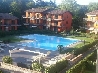 appartamento sul lago con piscina e giardino privato - Leggiuno vacation rentals