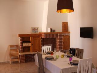 Cozy 2 bedroom Lizzano Villa with Deck - Lizzano vacation rentals