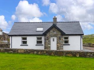 FARMHOUSE, welcoming cottage with en-suite, solid-fuel stove, WiFi, garden, close Lisdoonvana Ref 925545 - Lisdoonvarna vacation rentals