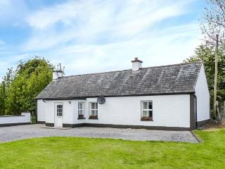 JOHNNY'S COTTAGE, single-storey, romantic retreat, pet-friendly, near Athlone, Ref 925150 - Athlone vacation rentals