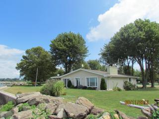 Perfect Bungalow with Deck and A/C - Tilbury vacation rentals