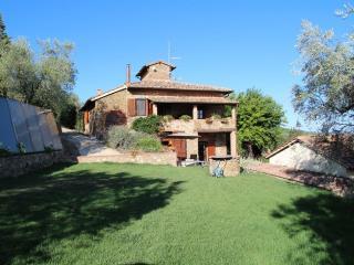 Tuscan villa sleeps 8 + 1 solar heated pool Views - Castelnuovo Berardenga vacation rentals