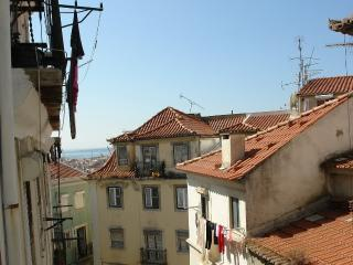 Cosy Apt In The Heart of Historical Lisbon 4/5 - Lisbon vacation rentals