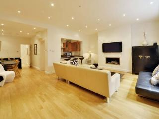 Stunning Bayswater Hyde Park Flat PRIME LOCATION - London vacation rentals