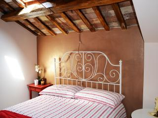 Nice Townhouse with Internet Access and A/C - Carpineto Sinello vacation rentals