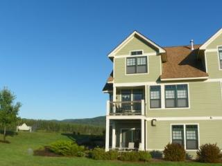 Great Golf Resort Condo sleeping 10 and close to club house. Amazing Views! - Campton vacation rentals