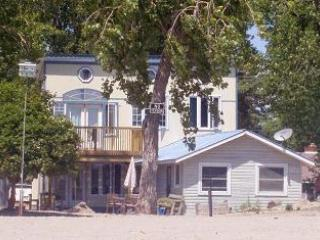 Comfortable Cottage with Internet Access and Washing Machine - Burlington vacation rentals