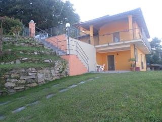 Villa nuova ,soleggiata con splendida vista lago!! - Stresa vacation rentals