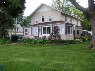 An Old Lake House on Lake Erie @ Mitiwanga Park OH - Huron vacation rentals