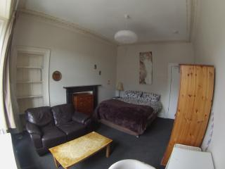 Central and comfy double room - Edinburgh vacation rentals