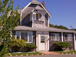 The Tuckernuck House in Oak Bluffs by the Beach - Oak Bluffs vacation rentals