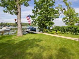 3 Bedroom Lakehouse on 1/3 Acre, 70 ft Frontage - Twin Lakes vacation rentals