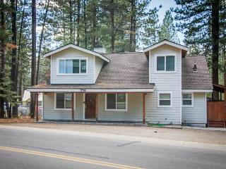 Dog-friendly, space for 12, short walk to Heavenly skiing - South Lake Tahoe vacation rentals
