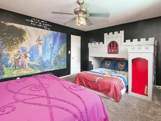 1/2 mile to Disneyland w/ private pool & hot tub. Sleeps 20! - Anaheim vacation rentals
