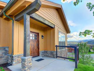 Gorgeous Townhome with mountain views, private hot tub! - Park City vacation rentals