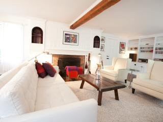Luxurious Historic Home in the Heart of Grafton - Grafton vacation rentals