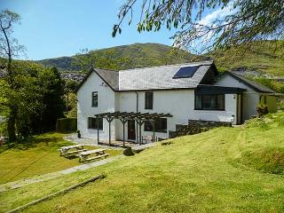 STINIOG LODGE, pet-friendly spacious cottage, cycling and walks from door, ideal for groups, Blaenau Ffestiniog, Ref. 26308 - Blaenau Ffestiniog vacation rentals