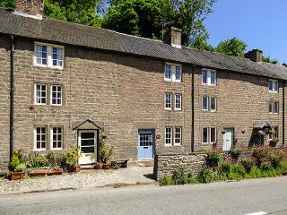 CALAMINE COTTAGE, beautifully restored with original beams and shutters, WiFi, near High Peak Trail, in Cromford, Ref 925573 - Cromford vacation rentals