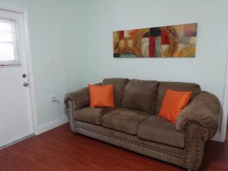 2/1 confortable w/cover patio & BBQ - South Florida vacation rentals