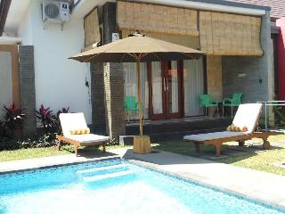 3 bed /bath sleeps 7 pvte pool walk to beach&shops - Sanur vacation rentals