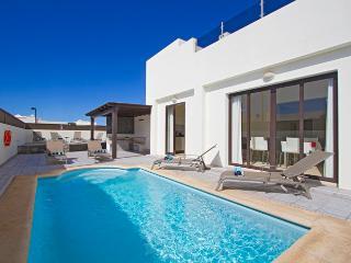 Casa Nydia, villa with Private Pool, Hot Tub, Pool Table, Table Tennis, Air Con - Playa Blanca vacation rentals