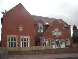 Beautiful Apartment in Worksop with Internet Access, sleeps 7 - Worksop vacation rentals