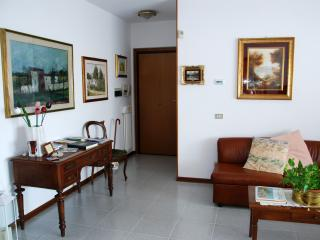 Bright 2 bedroom Condo in Verona - Verona vacation rentals