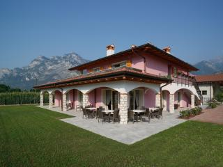 Bright 6 bedroom Bed and Breakfast in Arco with Internet Access - Arco vacation rentals