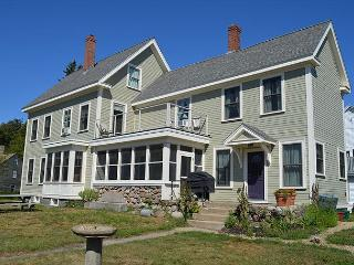 Beachmont: Easy access to Stagefort Park, Beaches & Downtown Gloucester - Gloucester vacation rentals