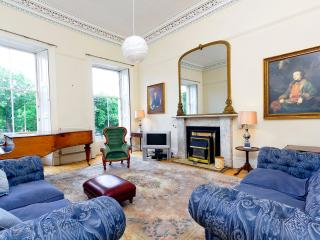 Edinburgh Central Holiday Townhouse on three floors with a garden - Edinburgh vacation rentals