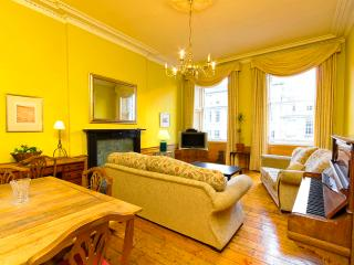 CENTRAL 5-BEDROOM, EDINBURGH HOLIDAY APARTMENT - Edinburgh vacation rentals