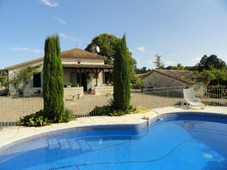 Tremblier - private pool and fantastic views - Saint Pardoux-Isaac vacation rentals