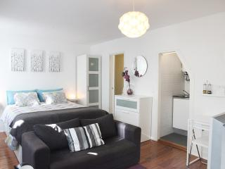 PS Lisbon Flats I - Av. Liberdade / Mq. Pombal - Lovely & Central - Lisbon vacation rentals