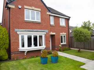 Lovely 4 bedroom Kirkcaldy House with Internet Access - Kirkcaldy vacation rentals