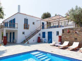 Gorgeous 4 bedroom Potami Villa with Deck - Potami vacation rentals