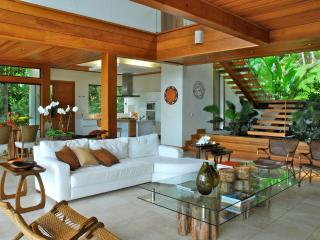 Chic 4 Bedroom Home in the Heart of Lagoa - Lagoa da Conceicao vacation rentals