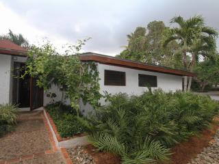 Cozy 3 bedroom La Romana Villa with A/C - La Romana vacation rentals