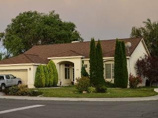 Carson City Mid-Century Three Bedroom Play House! - Carson City vacation rentals