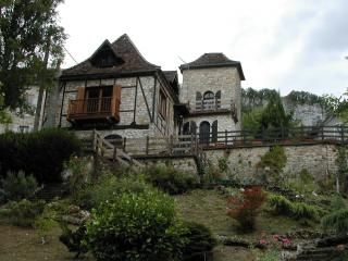 Bright 4 bedroom Chateau in Vayrac with A/C - Vayrac vacation rentals