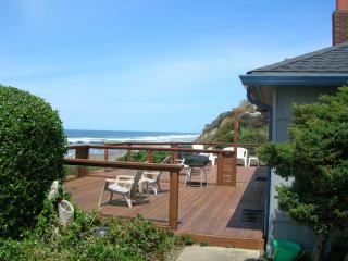 Nice House with Deck and Internet Access - Lincoln City vacation rentals
