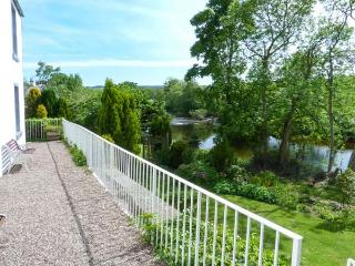 MILL OF TANNADICE, riverside cottage with fishing rights, Rayburn, cosy holiday home, Tannadice near Kirriemuir, Ref 30227 - Kirriemuir vacation rentals