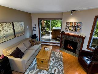 119 Glaciers Reach a 2br with hot tub & pool in Whistler Village - Whistler vacation rentals