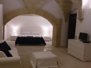 Cozy 2 bedroom Lecce Apartment with Internet Access - Lecce vacation rentals
