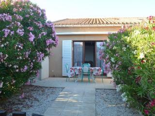 Charmante maisonnette dans résidence avec piscine. - Saint-Pierre-sur-Mer vacation rentals