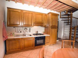 Appartamento indipendente a soli 15 km dal mare. - Sassetta vacation rentals