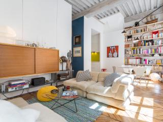 Beautiful 2 bedroom Condo in Lyon with Central Heating - Lyon vacation rentals