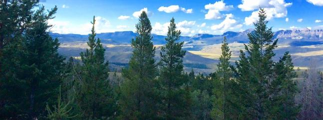 View from the living room picture window & deck! - Your Southern Gateway to Yellowstone! - Dubois - rentals