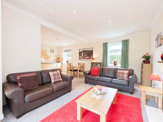 Bright 1 bedroom Edinburgh Condo with Internet Access - Edinburgh vacation rentals