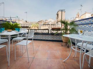 Cozy 2 bedroom Toledo Penthouse with Internet Access - Toledo vacation rentals